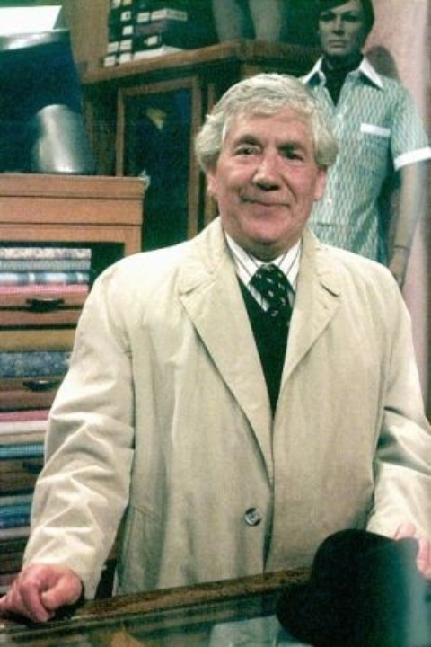 Alfie Bass