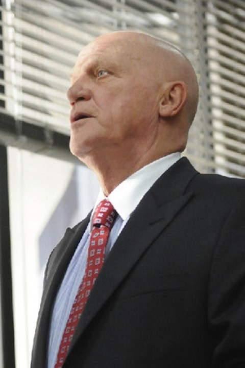 Leon Russom